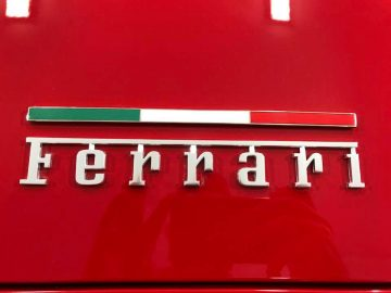 uber-wash-detail-ferrari-08